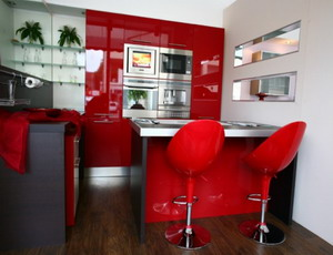 2448-kitchen-seating-with-red-color-accent_1440x900